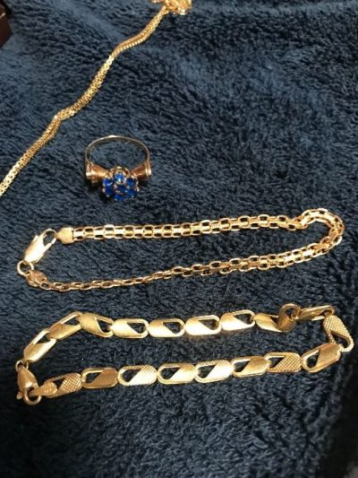 gold-jewelry-necklace